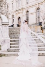 Load image into Gallery viewer, Oscar de la Renta 'Landon' size 8 used wedding dress back view on bride
