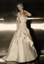 Load image into Gallery viewer, Simone Carvalli 90148 Strapless Wedding Dress - Simone Carvalli - Nearly Newlywed Bridal Boutique - 5