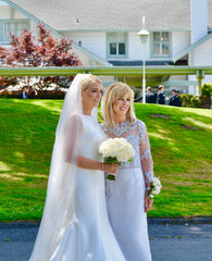 Sareh Nouri 'Naomi' size 8 used wedding dress side view on bride