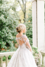 Load image into Gallery viewer, Stephen Yearick 'Custom' size 8 used wedding dress back view on bride