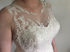 Susan Sorbello 'Custom' size 14 new wedding dress front view close up