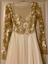 Load image into Gallery viewer, Hayley Paige 'Remmington' size 2 new wedding dress front view close up