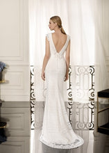 Load image into Gallery viewer, Cabotine 'Nerac' size 4 new wedding dress back view on model