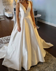 Tara Keely 'Laia Gown' wedding dress size-00 NEW