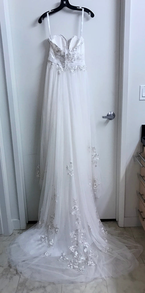 Alfred Angelo 'Modern Vintage' size 2 new wedding dress back view on hanger