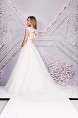 Suzanne Neville 'Cezanne' size 8 new wedding dress side view on model