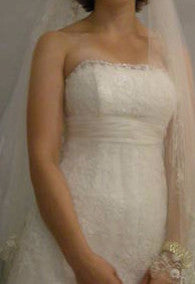 Alita Graham 'Oaly' size 4 sample wedding dress front view on bride