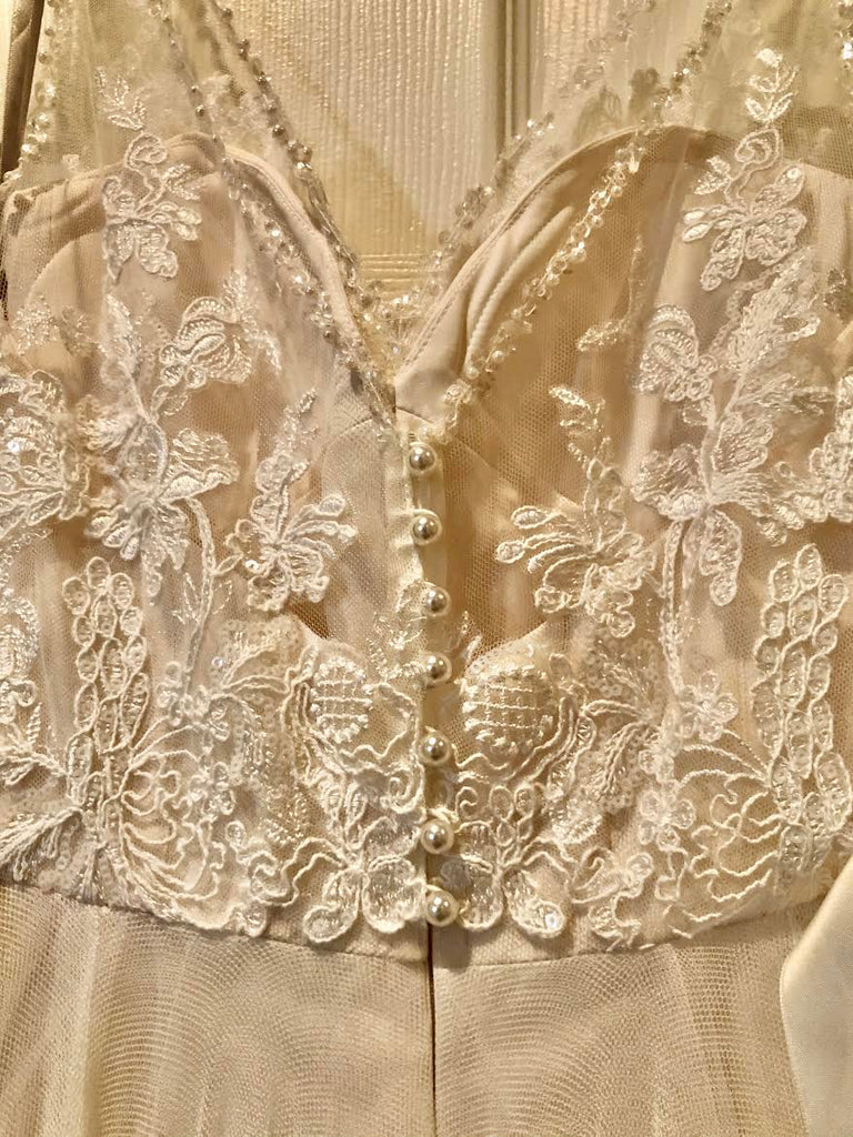BHLDN 'Cassia' size 2 used wedding dress close up of fabric