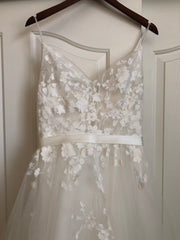 Casablanca 'BL219 Sweet' size 8 new wedding dress front view close up