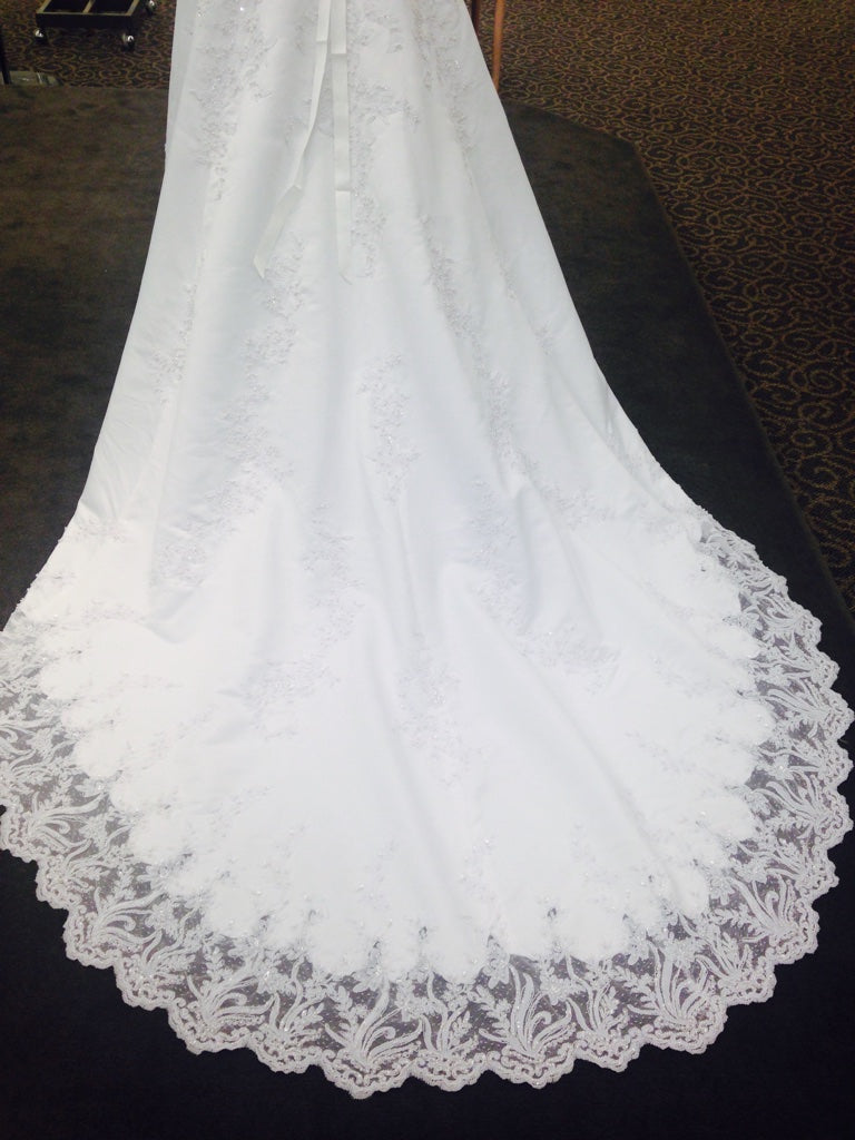 David's Bridal 'V8377' size 4 used wedding dress back view of train