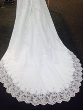 Load image into Gallery viewer, David's Bridal 'V8377' size 4 used wedding dress back view of train