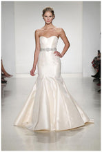 Load image into Gallery viewer, Anne Barge 'Vendome' - Anne Barge - Nearly Newlywed Bridal Boutique - 5