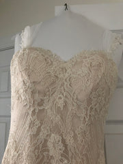 Essense of Australia 'Romantic Vintage Lace' size 8 used wedding dress front view close up