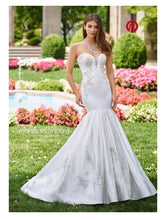 Load image into Gallery viewer, Mon Cheri Bridal 'Calliope' size 6 sample wedding dress front view on model