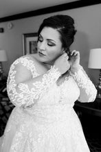 Load image into Gallery viewer, Essence of Australia 'Gilly' size 24 used wedding dress front view close up of bride