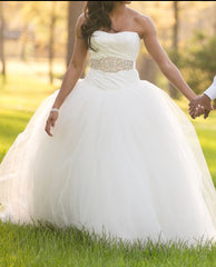 Vera Wang White 'Ivory Tulle' size 2 used wedding dress front view on bride