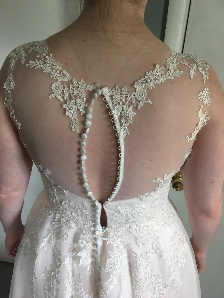 Susan Sorbello 'Custom' size 14 new wedding dress back view close up