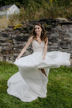 Load image into Gallery viewer, JUSTIN ALEXANDER 'Justin Alexander 88003' wedding dress size-00 PREOWNED