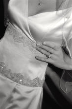 Load image into Gallery viewer, Michelle Roth 'Ivory Dress' - Michelle Roth - Nearly Newlywed Bridal Boutique - 3