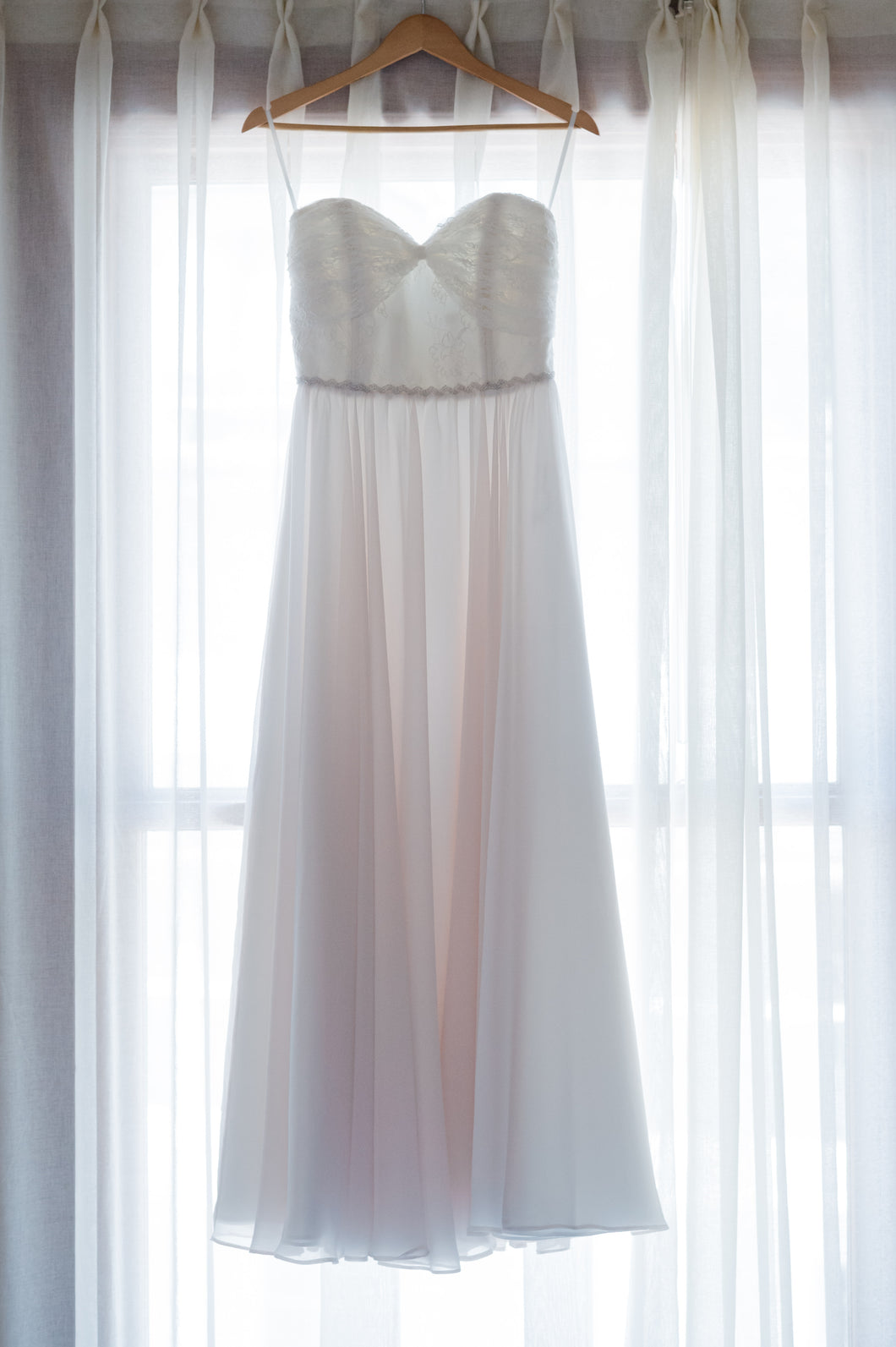 Truvelle 'Elisabeth' size 6 used wedding dress front view on hanger