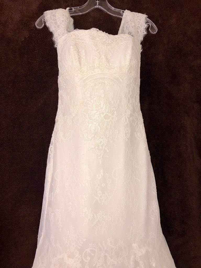Aire Barcelona 'Timeless Lace' size 6 new wedding dress front view close up