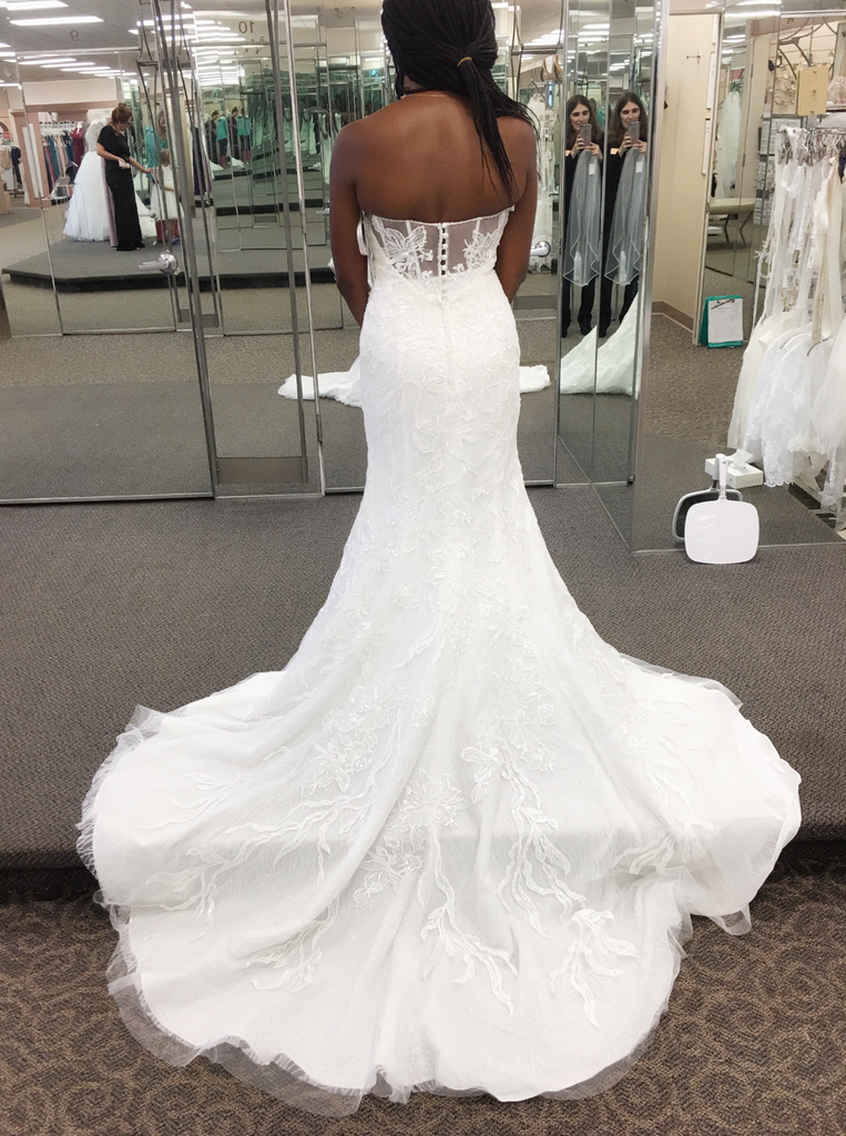 f882349c8b941 Galina Signature 'Beaded Lace' size 4 used wedding dress back view ...