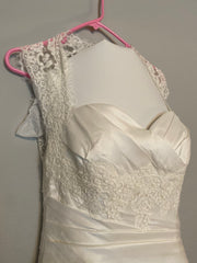 La Soie Bridal '11611' size 6 new wedding dress front view close up