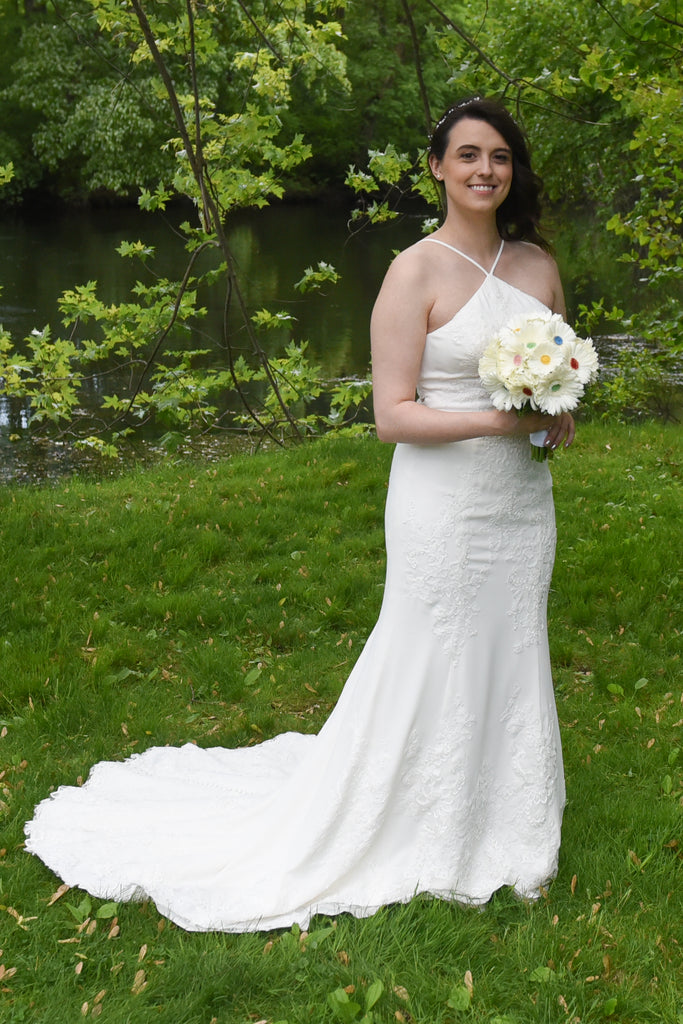 Vera Wang White '351346' size 8 used wedding dress front view on bride
