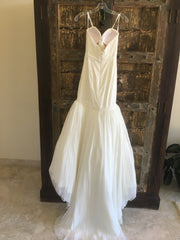 Justin Alexander 'Plunging Neckline' size 0 new wedding dress back view on hanger