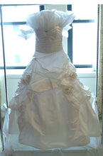 Load image into Gallery viewer, Monique Lhuillier 'Camelot' size 8 used wedding dress front view on hanger