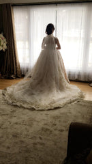 Ysa Makino '68985' size 6 used wedding dress back view on bride