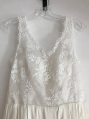 Olia Zavozina 'Jenny' size 4 used wedding dress front view close up