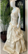 Load image into Gallery viewer, Monique Lhuillier ' Monique Lhuillier Champagne Organza Clementine Formal Wedding Dress w/ Jkt SZ12' wedding dress size-12 PREOWNED