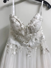 Alfred Angelo 'Modern Vintage' size 2 new wedding dress front view close up