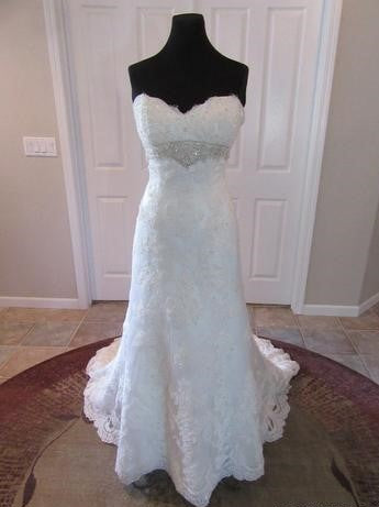 Casablanca '2072' size 10 new wedding dress front view on mannequin