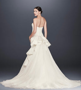 Zac Posen '345004' size 6 sample wedding dress back view on model