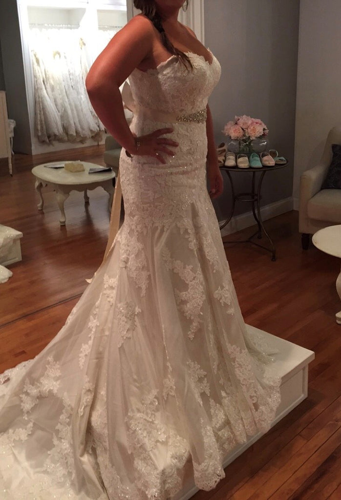 Essense of Australia 'D1617' size 16 new wedding dress side view on bride