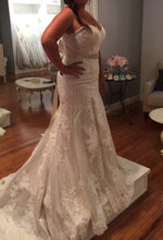 Load image into Gallery viewer, Essense of Australia 'D1617' size 16 new wedding dress side view on bride
