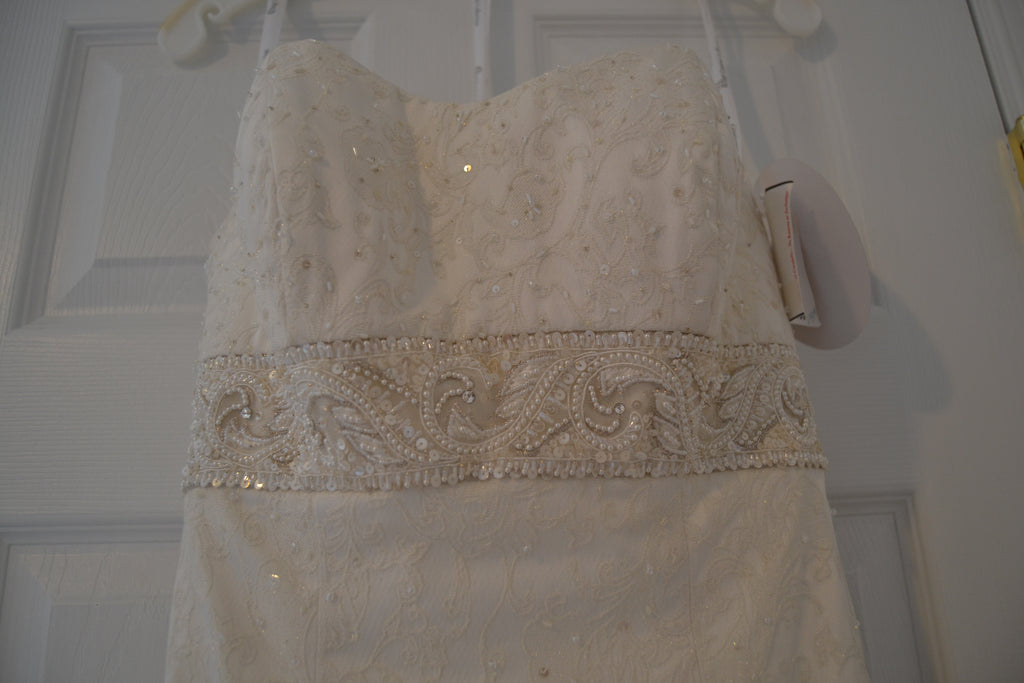 Oleg Cassini 'Strapless Brocade' size 4 new wedding dress front view close up