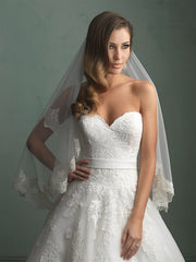 Allure Bridals '9114' size 2 used wedding dress front view close up