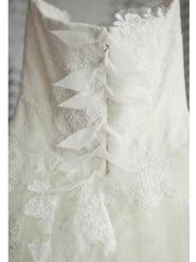 Vera Wang Chantilly Lace Eliza Wedding Dress - Nearly Newlywed Wedding Dress Shop - Nearly Newlywed Bridal Boutique - 3