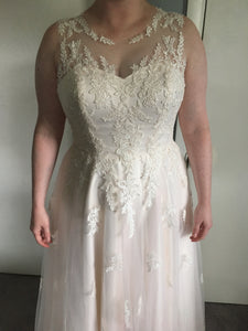 Susan Sorbello 'Custom' size 14 new wedding dress front view on bride