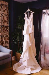 Oscar de la Renta 'Landon' size 8 used wedding dress back view on hanger