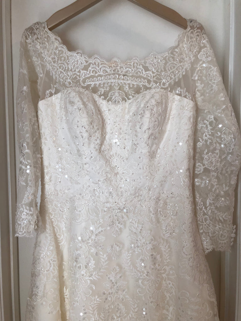 Oleg Cassini 'Off Shoulder Lace' size 10 used wedding dress front view close up