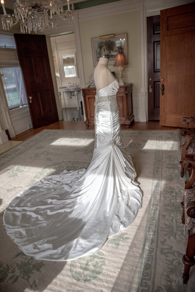 Sottero and Midgley 'Adorae- Ivory' size 8 sample wedding dress side view on mannequin