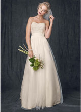 Load image into Gallery viewer, David's Bridal 'Strapless A Line' size 4 new wedding dress front view on model