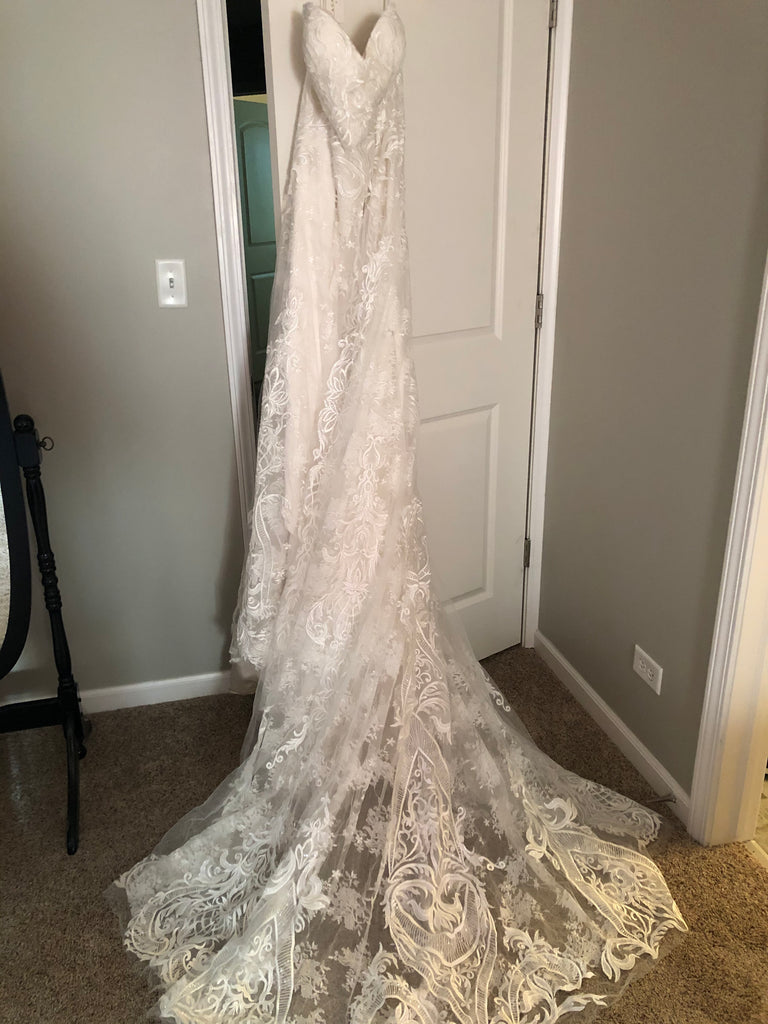 Casablanca 'Brielle' size 20 new wedding dress side view on hanger