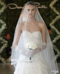 Oscar De La Renta 'Sweetheart Appliquéd' size 2 sample wedding dress front view close up