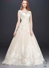 Scalloped V-Neck and Tulle Wedding Dress