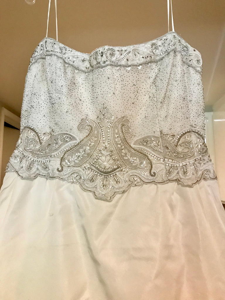 Style 3105 size 16 used wedding dress front view close up